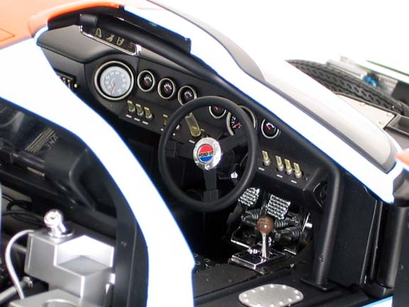 Ford GT40 gmp 1/12 scale diecast dashboard view